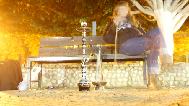 smoking sheesha